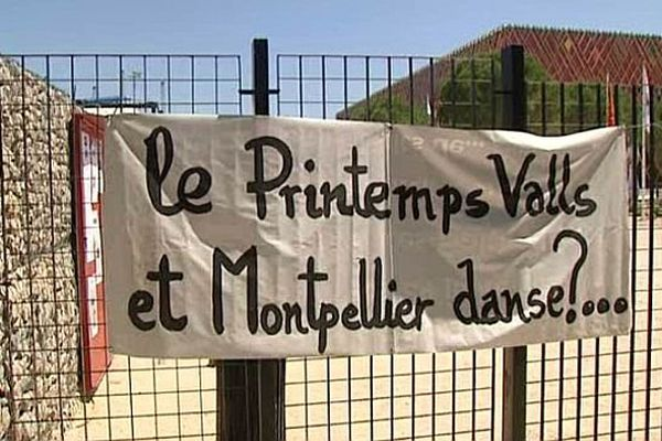 Montpellier - le Domaine d'O et les banderoles des intermittents du spectacles en grève - 11 juin 2014.