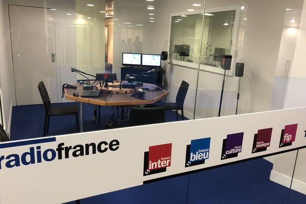 Un des studios de Radio France, mis à disposition des radios étrangères la plupart du temps, il sert également pour la matinale de France Info.