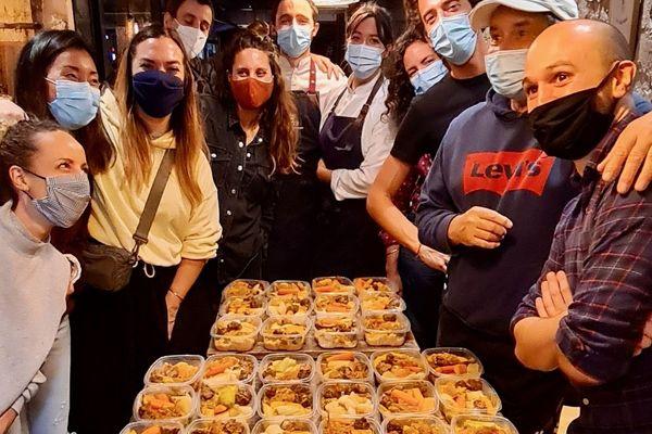 Une des équipes de bénévoles pour les repas solidaires au Wanted Café Bordeaux