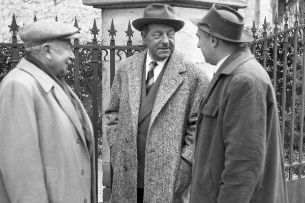 """Jean Gabin et Gilles Grangier pour l'adaptation du """"Sang à la tête"""" de Simenon le Rochelais."""