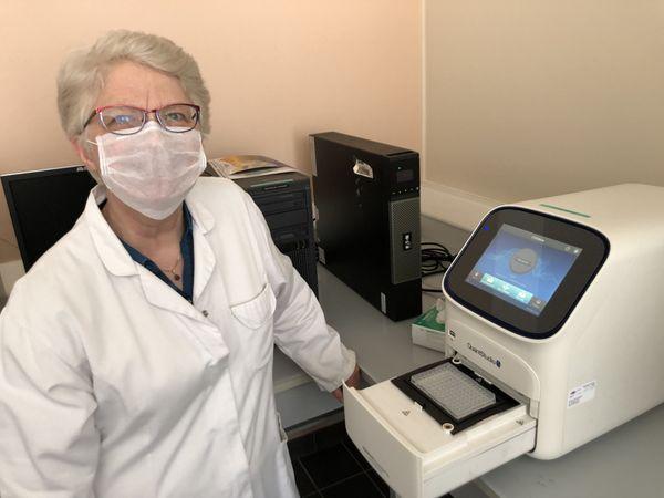 """Sabine Pelzer, directrice du laboratoire vétérinaire et alimentaire de Meurthe-et-Moselle ne cache pas son enthousiasme : """"nous sommes fiers de pouvoir participer à la lutte contre le Covid-19"""""""