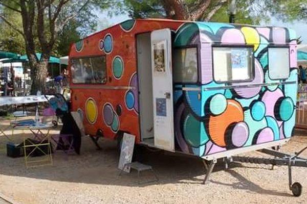 La caravane du Bazar du Lézard, garé sur le parking de Brignoles, a disparu ce mercredi au petit matin