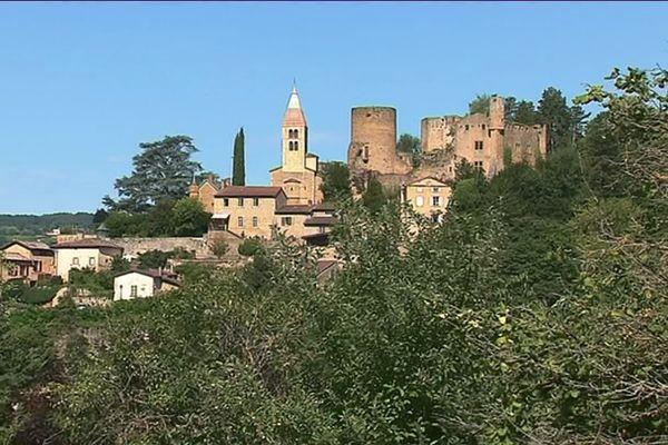"""Un village aux pierres dorées, Châtillon d'Azergues est la porte d'entrée de la vallée d'Azergues et de la """"petite Toscane Beaujolaise""""."""