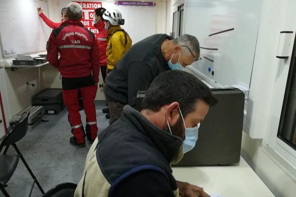 Sont engagés 1 ambulance, 1 équipe spécialisée en site souterrain et 1 véhicule de commandement, soit 9 Sapeurs-Pompiers du Var.
