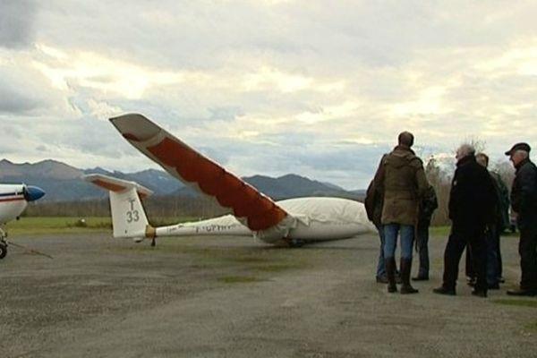 Les membres de l'aéroclub d'Oloron -Herrere sous le choc