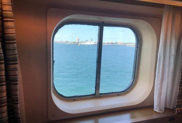 Le Rotterdam a patienté plusieurs jours au large de la Floride avant de pouvoir débarquer.