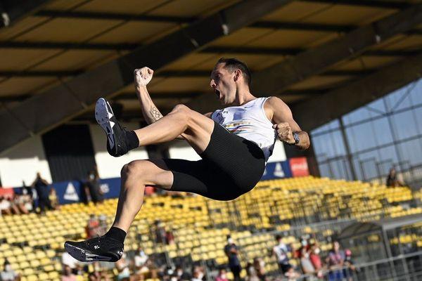 Renaud Lavillenie s'offre sa plus belle performance de l'année en atteignant 5 mètres 80 et son dixième titre de champion de France à Albi.