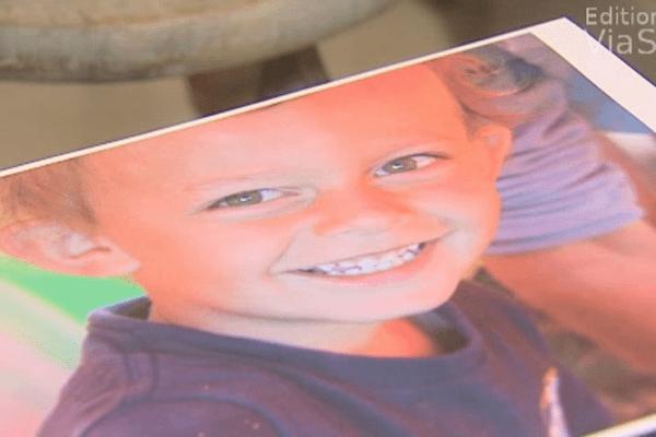Le père d'Enzo, 4 ans, refuse de remettre son fils à la justice.