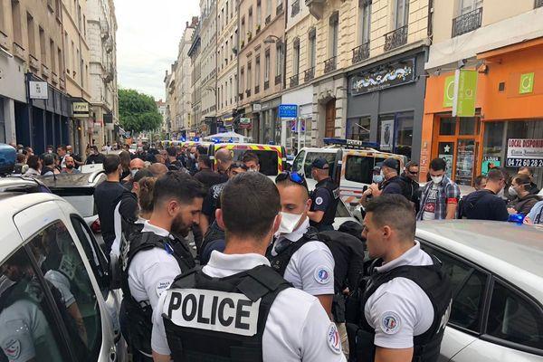 Une centaine de fonctionnaires de police s'est réunie pour protester contre les récentes déclarations du Ministre de l'intérieur Christophe Castaner