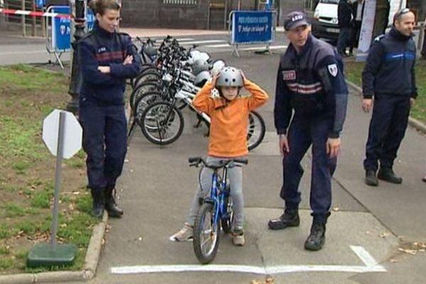 Du 7 au 10 octobre, pompiers, gendarmes, policiers se déploient dans le Puy-de-Dôme pour sensibiliser les citoyens aux multiples facettes de la sécurité, dès le plus jeune âge.