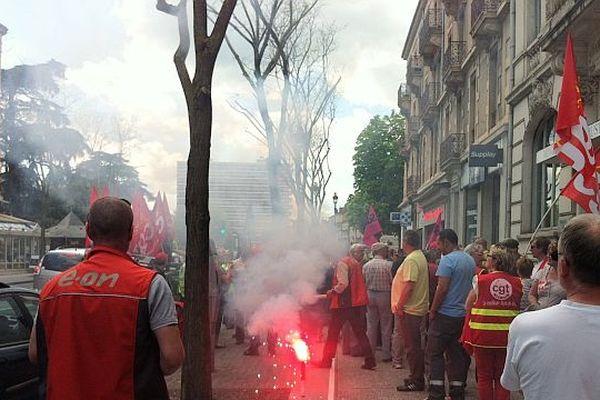 Les manifestants devant le tribunal de Chalon-sur-Saône