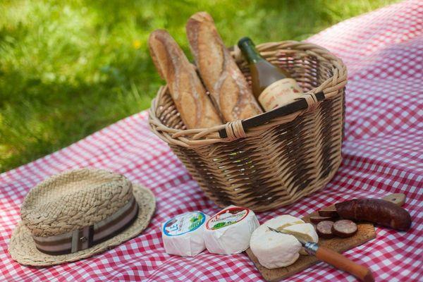 En Auvergne, retour des beaux jours rime avec pique-nique dans la nature.