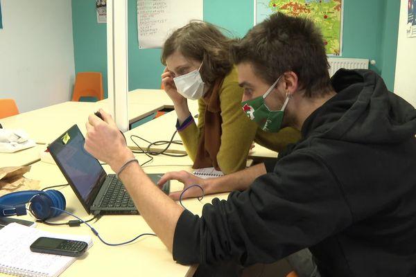Faustine Sternberg et Gwenvaël Delanoë font partie du comité éditorial de Splann ! avec l'envie de proposer de longues enquêtes journalistiques, financées par les citoyens et diffusées gratuitement