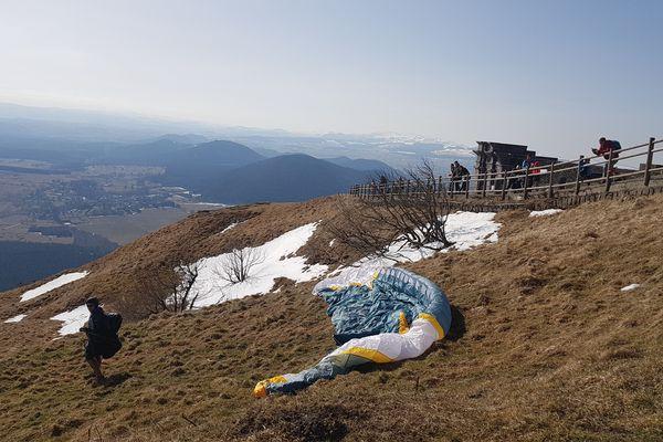 En 15 minutes, le Panoramique des Dômes emmène touristes et promeneurs au sommet du Puy de Dôme.