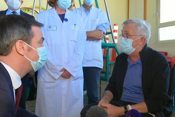 Rencontre un patient atteint d'une forme de covid long pris en charge par le professeur Fournier.