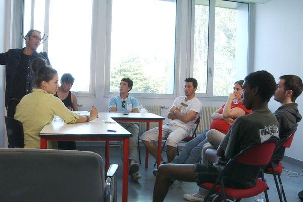 Philippe Lubliner, le réalisateur, anime l'atelier documentaire, Lannion