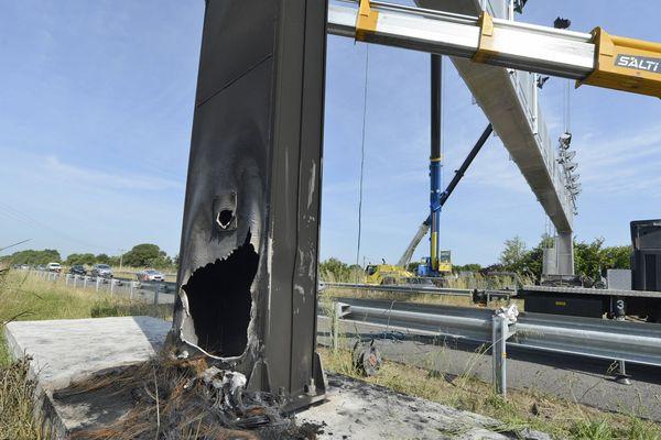 Le portique écotaxe de Prinquiau a été démonté après avoir été incendié