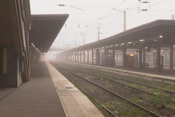 La gare d'Amiens déserte, ce jeudi 5 décembre au matin.