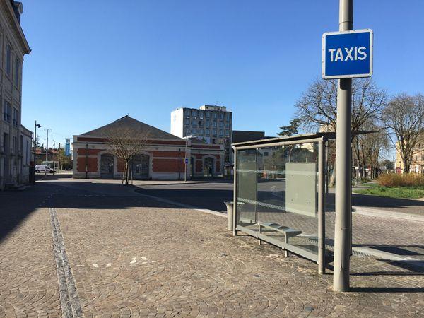 Joe le taxi n'est pas là ce matin, les clients ont disparu le temps d'une crise sanitaire, les déplacements sont limités