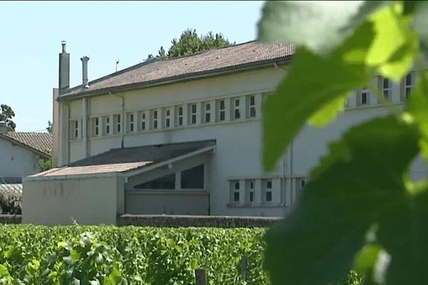 La municipalité de Preignac a décidé d'acheter les vignes autour de l'école afin de limiter les risques potentiels.