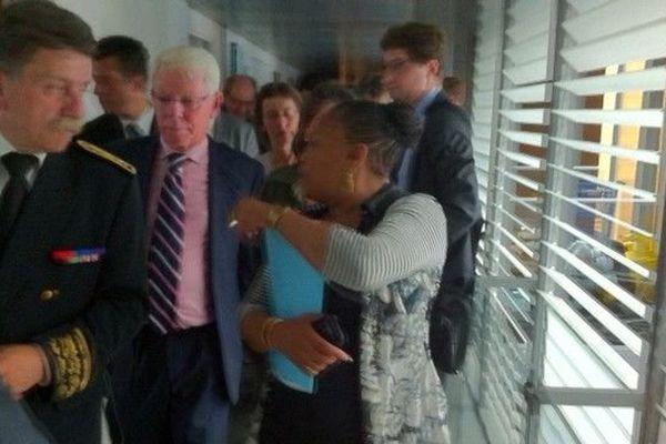 Christiane Taubira visite le palais de justice de la place Gambetta à Caen le 1 er août 2013.