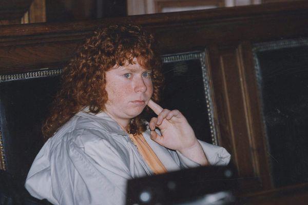 Murielle Bolle en 1993 au tribunal de Dijon pour le procès de Jean-Marie Villemin, jugé à l'époque pour le meurtre de Bernard Laroche. Celui-ci, assassiné en 1985, était le cousin de Jean-Marie et beau-frère de Murielle Bolle.