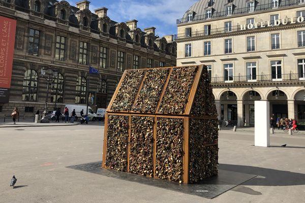 La sculpture Chez Nous est exposée place du Palais Royale jusqu'au 28 avril.