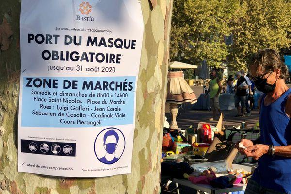 135 euros d'amende en cas de non respect de l'arrêté préfectoral. De quoi se convaincre de supporter la chaleur sous le masque...