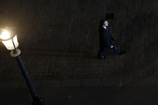 Emmanuel Macron, dans la cour du Louvre, le 7 mai 2017.