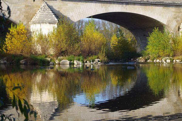 Rive gauche de la Loire sous le pont Georges V - Orléans (Loiret) - 2O2O