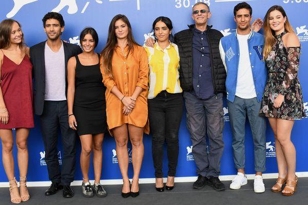 Le réalisateur Abdellatif Kechiche en compagnie des acteurs du films Mektoub my love - 7 septembre 2017
