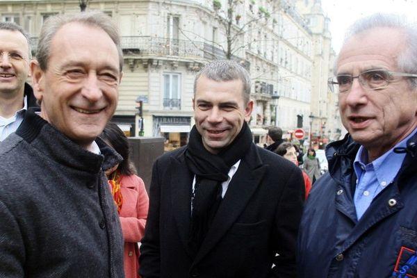 Philippe Torreton a été élu conseiller de Paris jusqu'en 2010, sous l'ère de Bertrand Delanoë. Il soutient depuis quelques années les Verts.