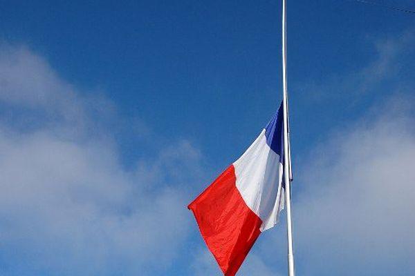 Drapeaux en berne dans toute la France