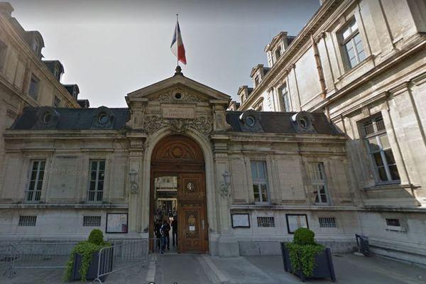 Un demandeur d'asile a tenté de s'immoler par le feu devant la préfecture de l'Isère à Grenoble.