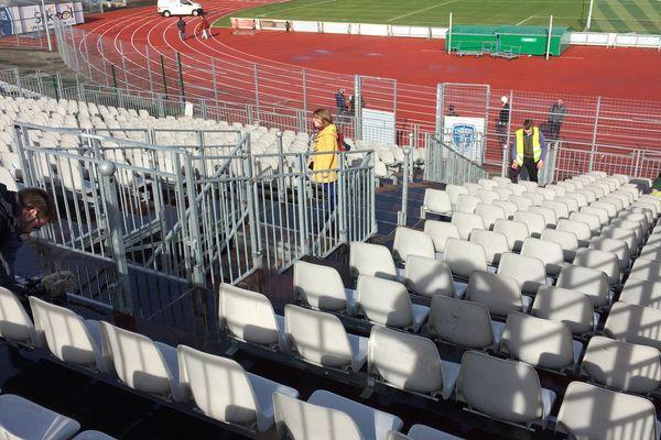 Le tribune provisoire installée au Stade René Gaillard a été déclarée conforme par la commission de sécurité.