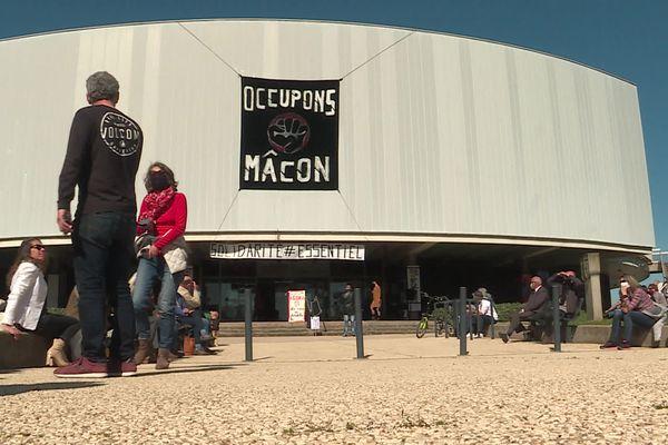 Le théâtre de Mâcon est occupé par une trentaine d'intermittents du spectacle.