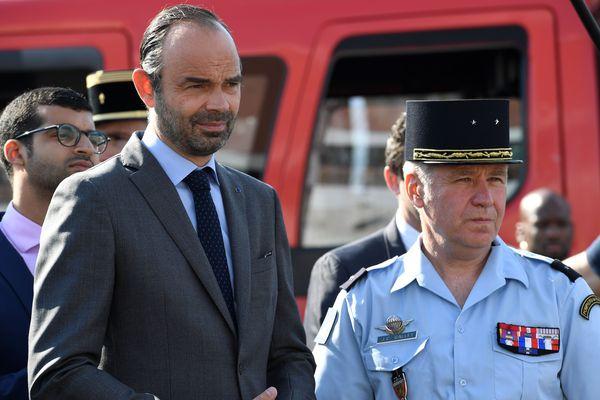 Le Vendéen Jean-Claude Gallet, commandant des sapeurs-pompiers de Paris, aux côtés du Premier ministre Edouard Philippe, le 29 juin 2018