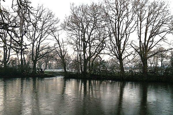 Un étang gelé à Mouzeil