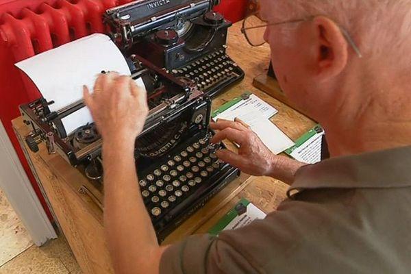 Une des premières machine à écrire Olivetti fabriquée à Ivrea en Italie