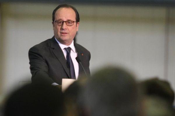 François Hollande en visite à l'usine MBDA à Bourges (Cher) le 27 avril 2017
