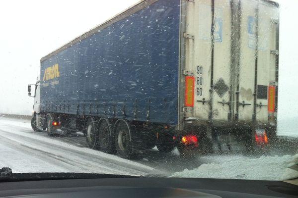 Camion en difficulté sur les routes des Ardennes