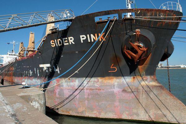 Le Sider Pink à quai dans le port de La Pallice