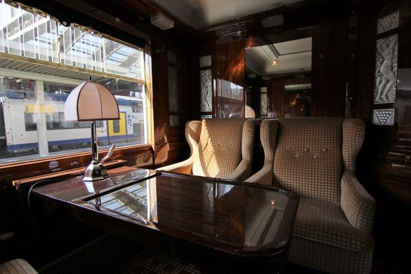 Le mythique train de luxe, l'Orient-Express, fait une halte en gare lilloise.