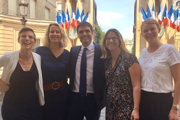 De gauche à droite : Caroline Abadie (8e circonscription), Emilie Chalas (3e), Jean-Charles Colas-Roy (2e), Marjolaine Meynier-Millefert (10e), Elodie Jacquier-Laforge, élue MoDem (9e)