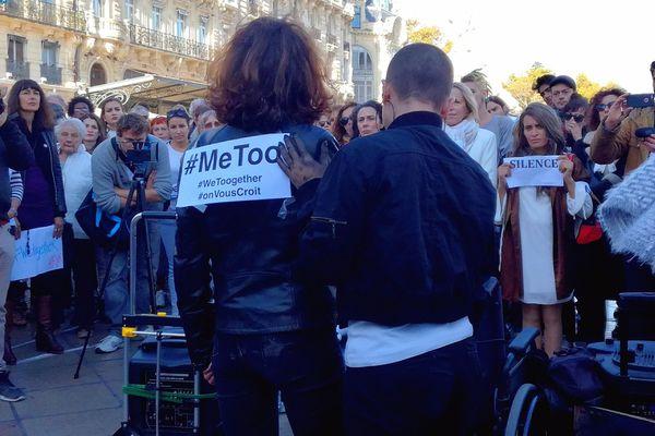 Sandra, à droite, a attendu des années avant de pouvoir témoigner - 29 octobre 2017 - place de la comédie, Montpellier.