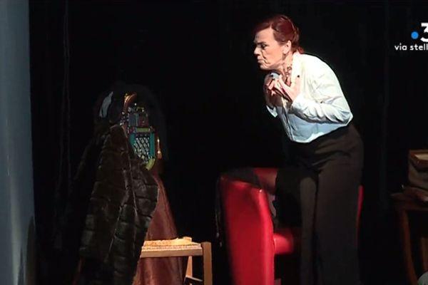 La femme juive, de Bertolt Brecht interprété par Patricia Giacinti était aux côtés de François Backeland, metteur en scène.