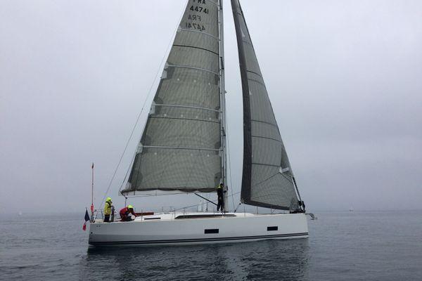 Des équipages mixtes pour la Fifty Fifty Sail au large de la Trinité-sur-Mer. L'association soutient un programme de reconstruction par la voile pour les femmes ayant subi des violences.