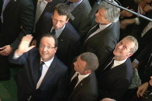 François Hollande a souri, serré des mains et essuyé quelques sifflets dans les allées du Sommet de l'élevage.