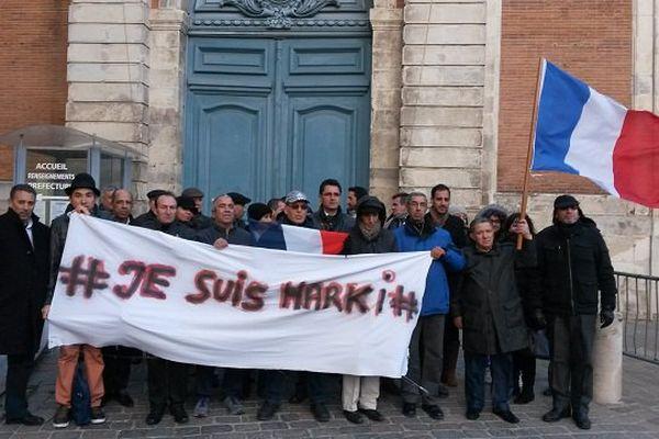 A Toulouse, devant la préfecture