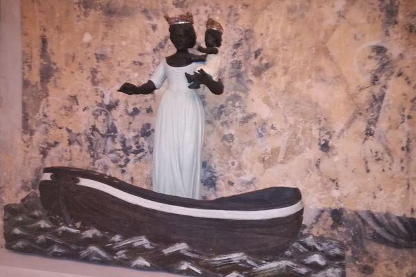 """La statue de Notre-Dame de Boulogne prêtée au Louvre-Lens pour l' exposition """"Soleils noirs"""""""